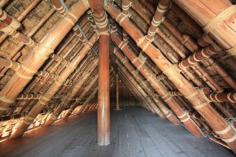 高床建物屋根内部