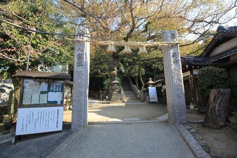 垂水神社の注連縄柱