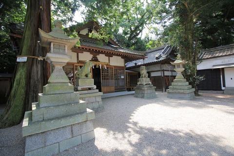 植木神社の拝殿1