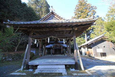 河阿神社の拝殿