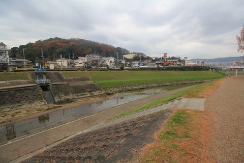 片岡山と葛城川