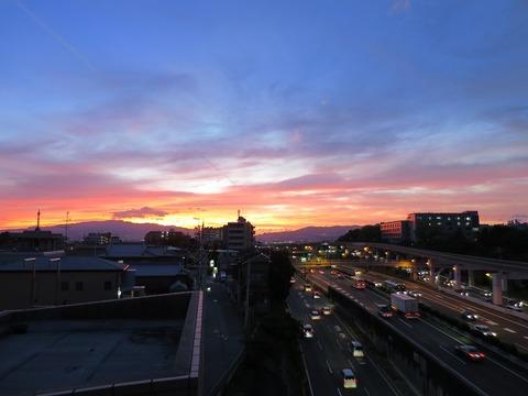 刀根山中環ビルからの夕景 (1)