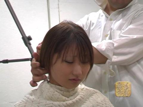 女子大生の剃髪 (4)