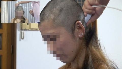 借金のために剃髪した女性 (3)