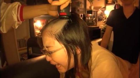 真面目なメガネOLの剃髪フェチ動画 (6)