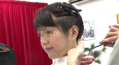 25歳人妻の残酷な断髪フェチ (2)