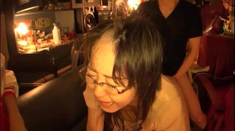 真面目なメガネOLの剃髪フェチ動画 (3)