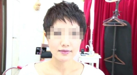 25歳人妻の残酷な断髪フェチ (7)