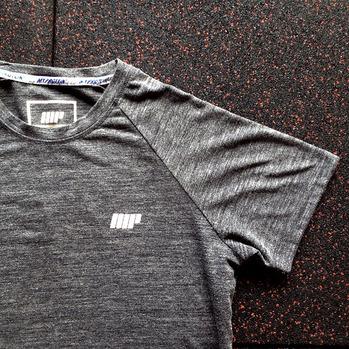サイズ選びで失敗しない!マイプロテインのTシャツのサイズ感レビュー【その1】