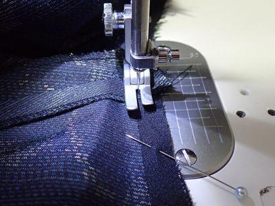 25フードと身頃の縫い合わせ
