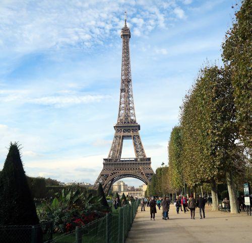 近くて遠いエッフェル塔とBouillon(Paris)