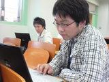 基本情報技術者試験対策中の佐藤くんと喜田くん