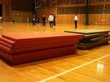 武道場から体育館アリーナへ畳を運びました