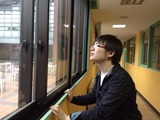 天候を心配する処理科の生徒