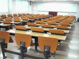ガラ〜ン・・・誰もいないPCラボ2教室