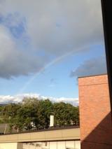 キャンパスからの虹の写真