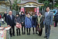 大田区長と日本工学院校長と学生