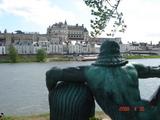 アンボワーズ城とダ・ヴィンチ像の位置関係