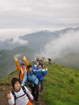 焼岳登山10頂上めざして