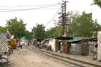 線路沿スラム