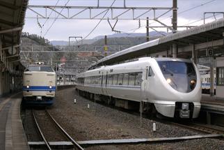 サンダーバード敦賀駅