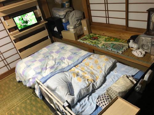 ベッドとテレビ