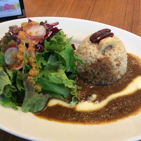 「たまな食堂」直営カレー店 麹町で野菜たっぷりスパイシーランチ
