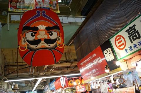 沖縄食べ歩き 牧志公設市場の食堂で買ったばかりの魚とオリオンビール三昧