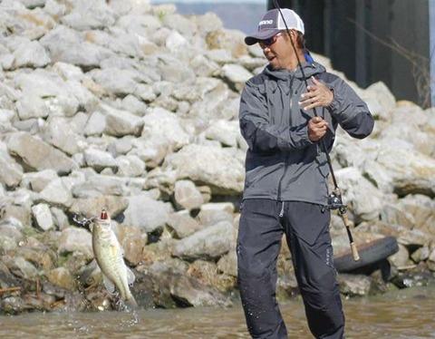 iyobe_with_fish