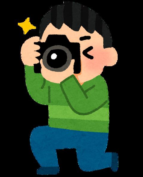 カメラマン「はーい皆笑ってー!1+1はー??」
