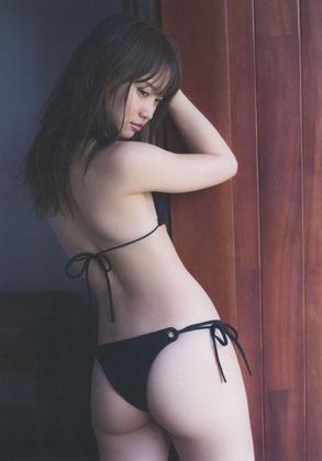 【画 像】T バック を超える食い込み水着を着た女の子