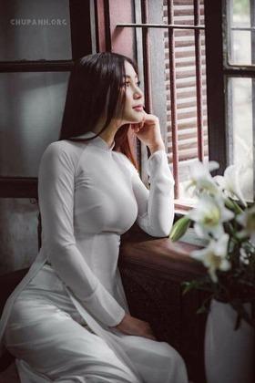 【 画像 】アオザイとかいうベトナムの激エロ衣装wwwwwwwwwwwwww