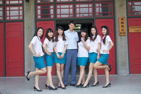 【画像】台湾女子大生の制服やべぇw w wwwwwwwwwwwwww