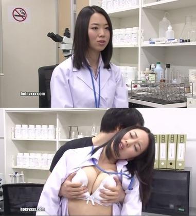 【 画像 】研究所でおっぱい揉まれる女の子wwwwwwwwwwwwww