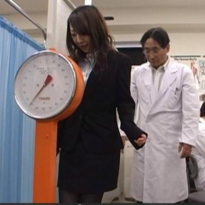 【画像】体重39㎏のAV女優見つけた....wwwwwwwwww