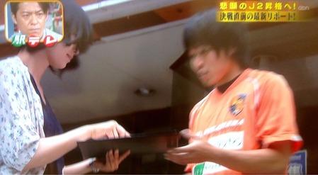 ザ・駅前テレビ署名活動する宇野沢選手