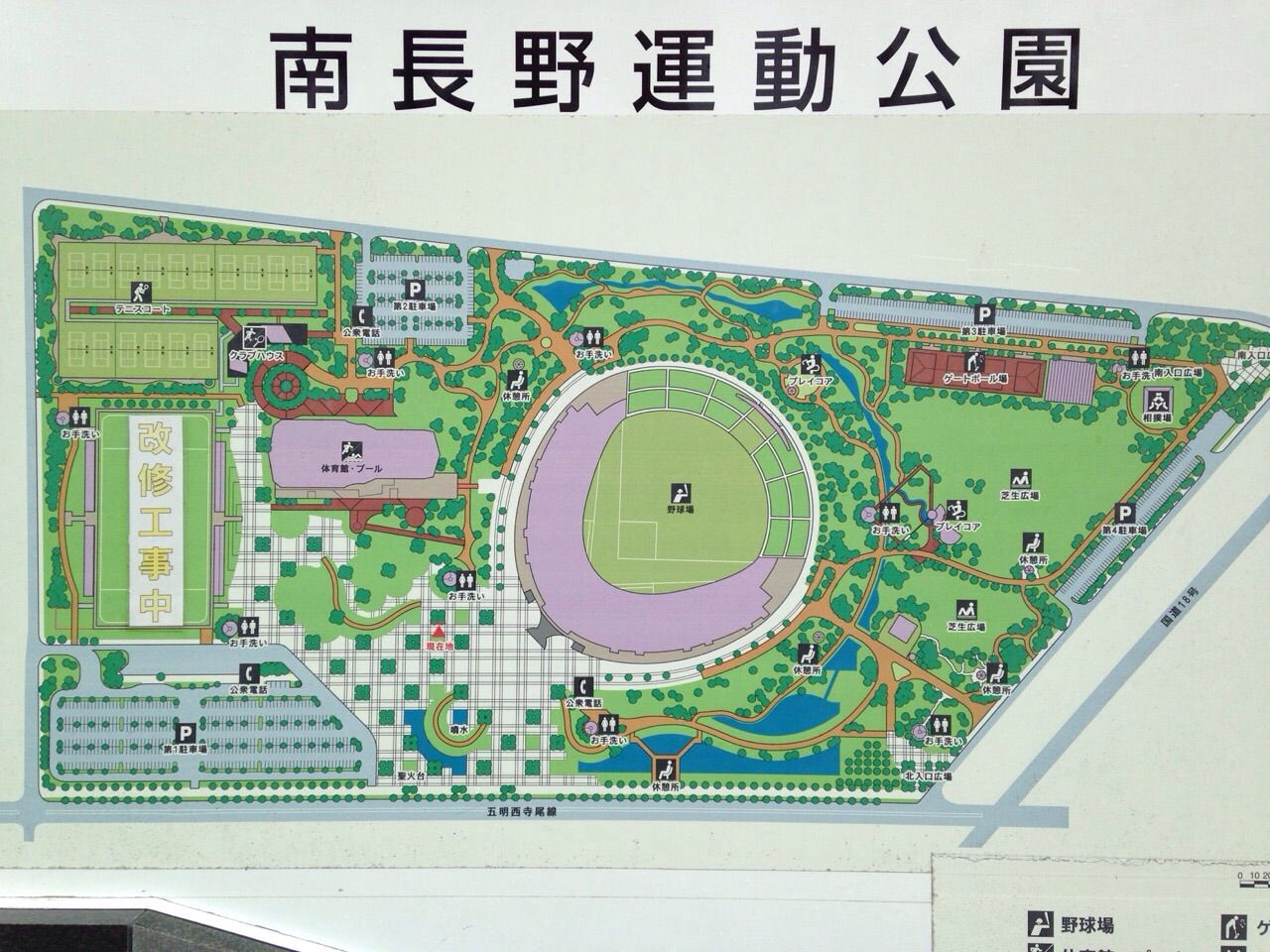 南長野運動公園案内図 完成まで残り4ヵ月となりました11月現在の南長野運動公園総合球技場の工事.