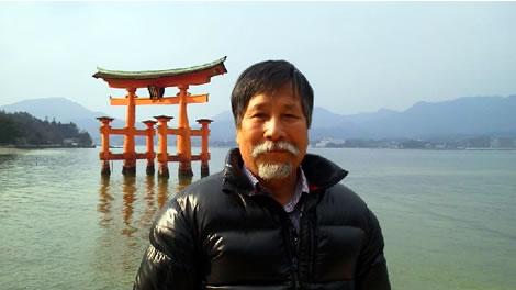長尾周二・厳島神社にて写真