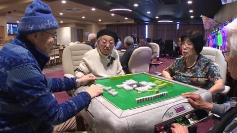 161201_japan-elderly-gambling-ripley