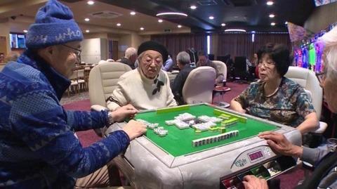 161201_japan-elderly-gambling-ripley