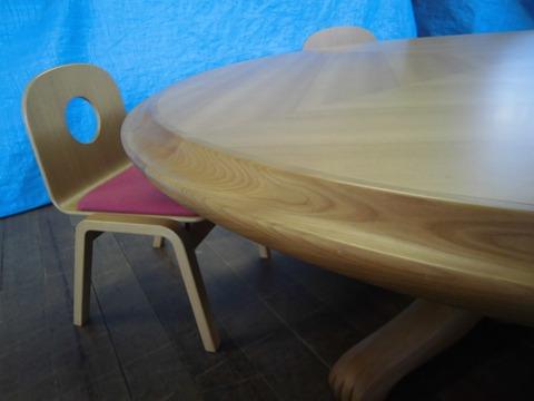 050-丸テーブル・椅子02
