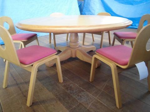 050-丸テーブル・椅子01