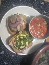 オージー風バーガーと野菜スープ