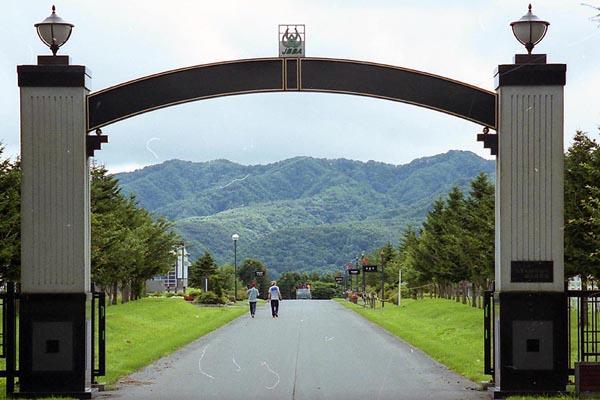 JBBA 静内    静内・日本軽種馬協会 静内種馬場