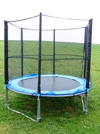 trampoline-114582_640