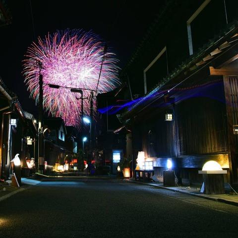 歴史ある町と花火 photoagent_minoru