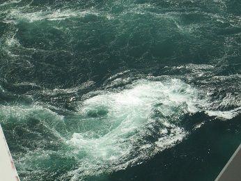 鳴門の渦潮2