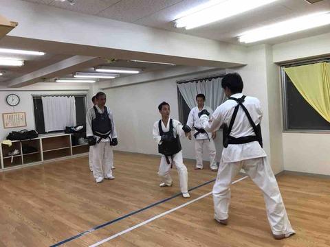 グループで組手練習