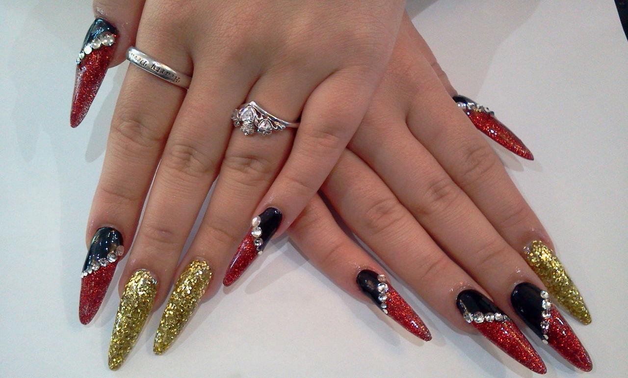 赤×黒×ゴールドの成人式用スカルプネイル  Nail Salon FreeStyle