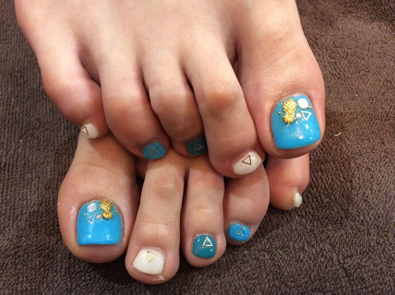 パイナップルが可愛い♡ブルーの色変えフットネイル. 2015,06,9566